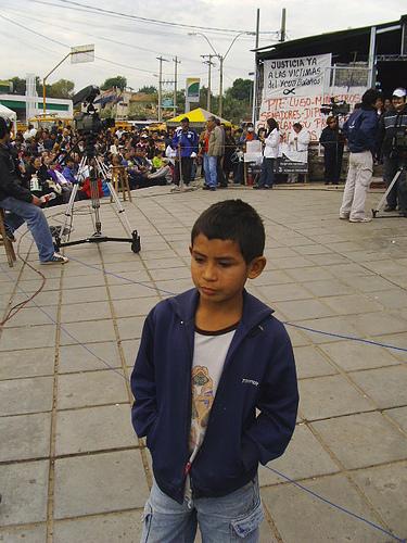 La mirada infantil humilde ante el dolor del Ycuá Bolaños por ti.
